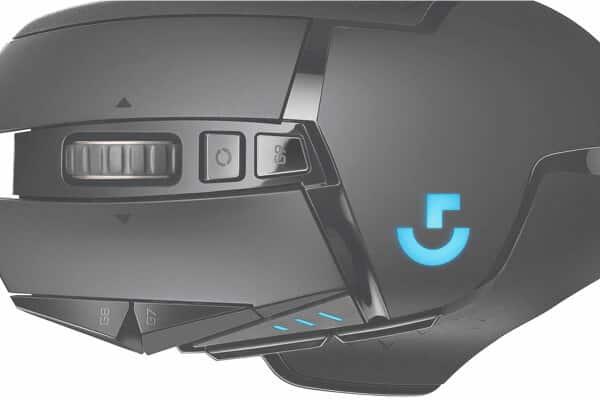 Imagen de ratón para gamers ampliado y de color negro