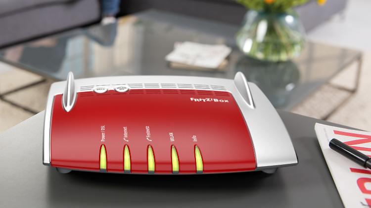 Router de color rojo que sirve para acelerar internet