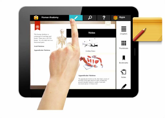 imagen de una mano dandole al boton de descargar que aparece en la tablet